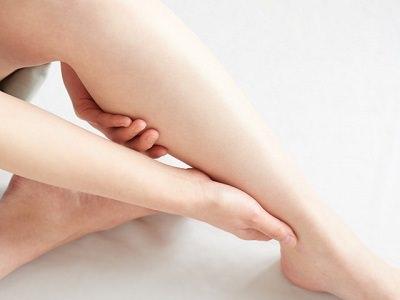 妊婦さんのむくんだ脚の画像